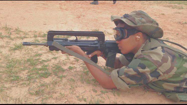 Une jeune femme accuse l'armée de harcèlement moral et sexuel