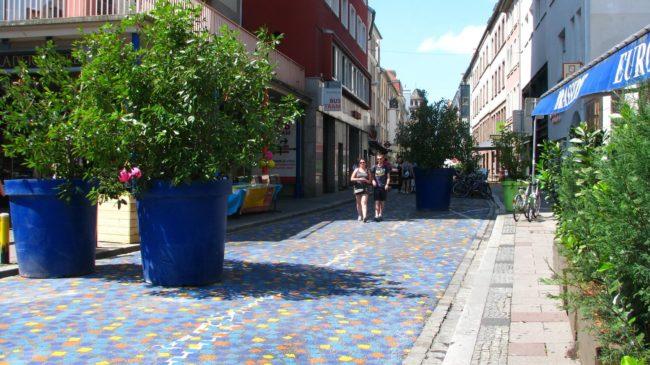 L'entrée de la rue du Jeu-des-Enfants, moins de voitures et plus de commerces. (Photo Tanguy Cadi / Rue89 Strasbourg / cc)