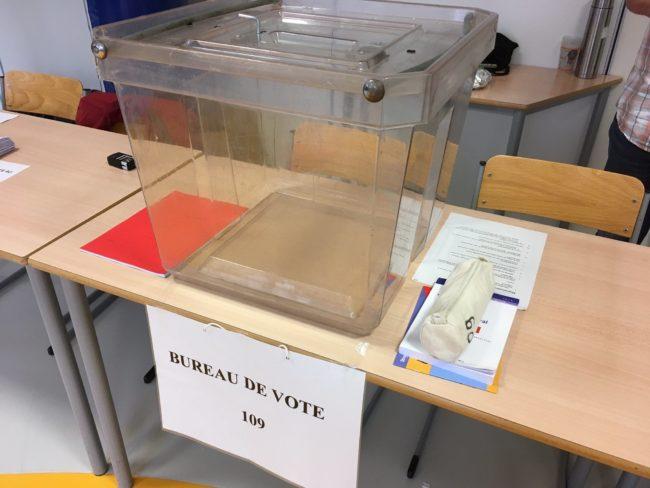 Les urnes attendent leurs bulletins (photo Eric Schultz / Twitter)