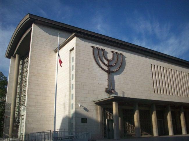 La Grande synagogue de la Paix, sur l'avenue du même nom, autour de laquelle s'organise une partie de la vie de la communauté juive orthodoxe de Strasbourg (Photo DL / Rue 89 Strasbourg / cc)