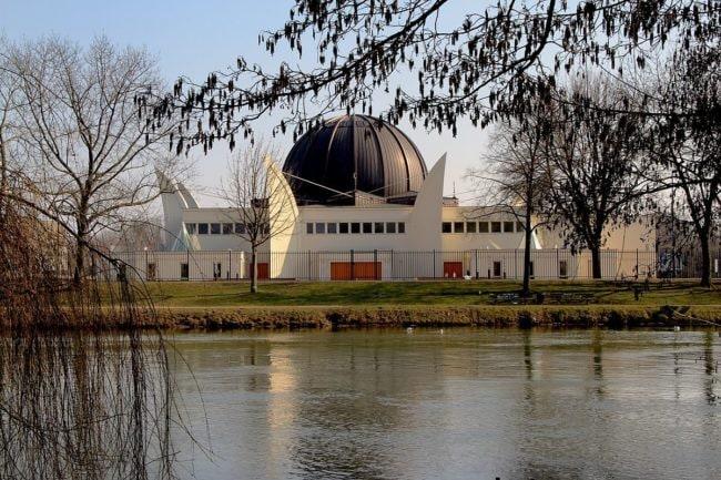 La grande mosquée de Strasbourg. Sara, Ahmed et Hassan se redent surtout aux cultes en période de ramadan. (Photo Claude Truong-Ngoc / wikimedia / cc)