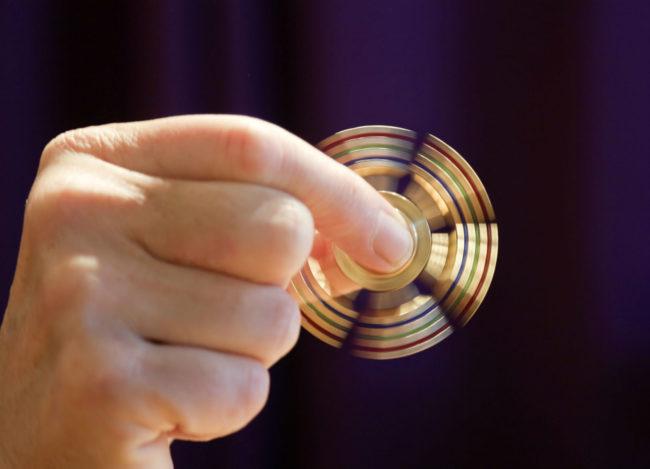 Le hand spinner a fait de nombreux émules depuis son apparition en France. (Photo Robert Couse-Baker / Flickr / cc)