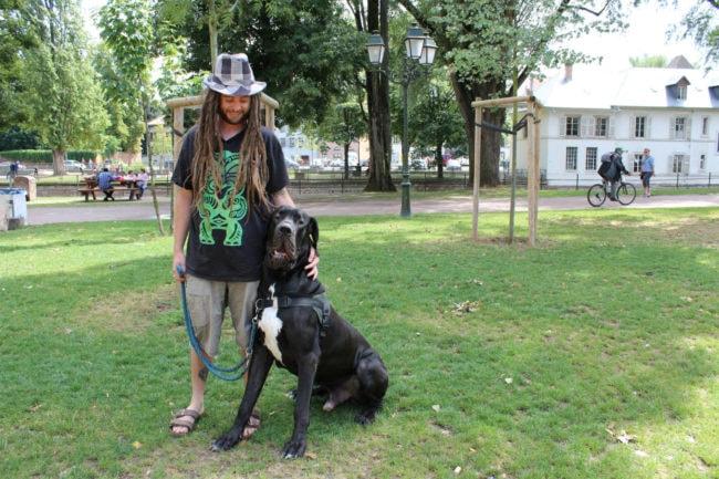 C'est avant tout pour passer du temps avec des animaux que Jérôme a décidé de devenir pet-sitter. (Photo Morgane Carlier/Rue89 Strasbourg)