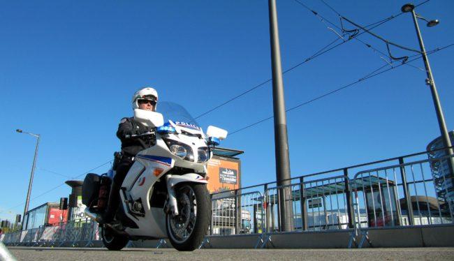 Envie d'écrire du bien sur la police ? (photo FS / Flickr / cc)