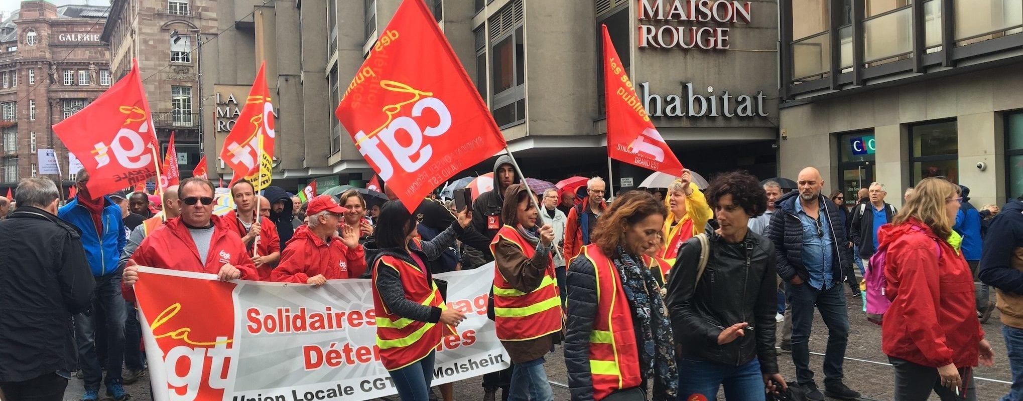 Malgré la pluie, on a manifesté «contre la politique globale» d'Emmanuel Macron mardi à Strasbourg