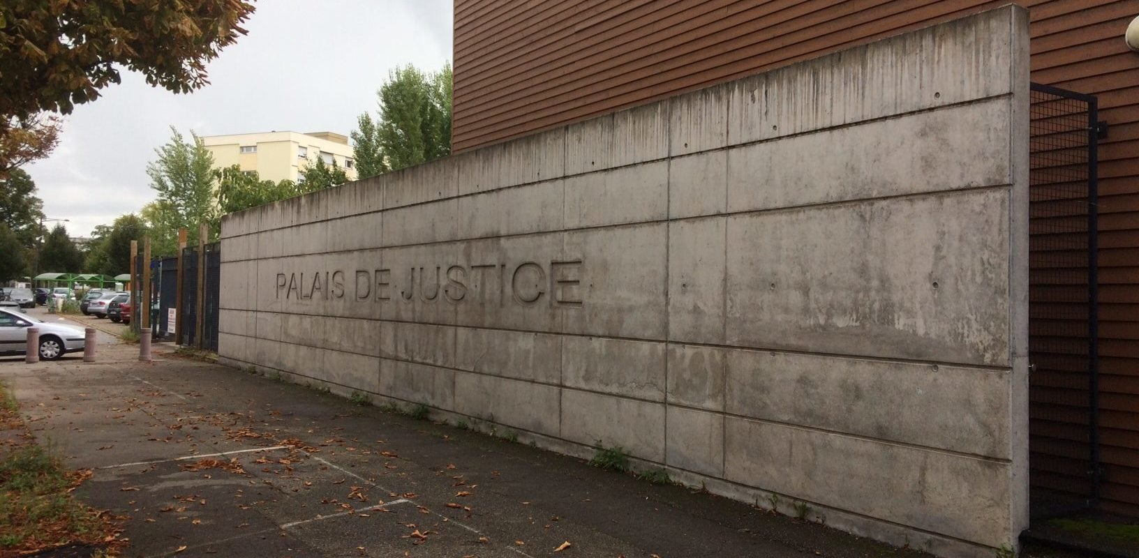 L'ancienne annexe du tribunal démolie, l'avenir de la place d'Islande en suspens