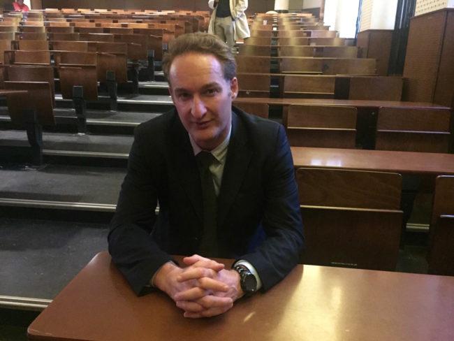 Pour Alexis Vahlas, professeur à l'IEP depuis plus de quinze ans, les étudiants sont de plus en plus ouvertement eurosceptiques (Photo CS / Rue89 Strasbourg / cc)