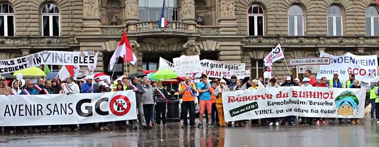 Vendredi 6 avril, les opposants au GCO s'installent place de la République