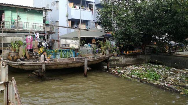 Les Thaïlandais pêchent les poissons dans des eaux à la limite de l'insalubrité (Photo ES / Rue89 Strasbourg /cc)