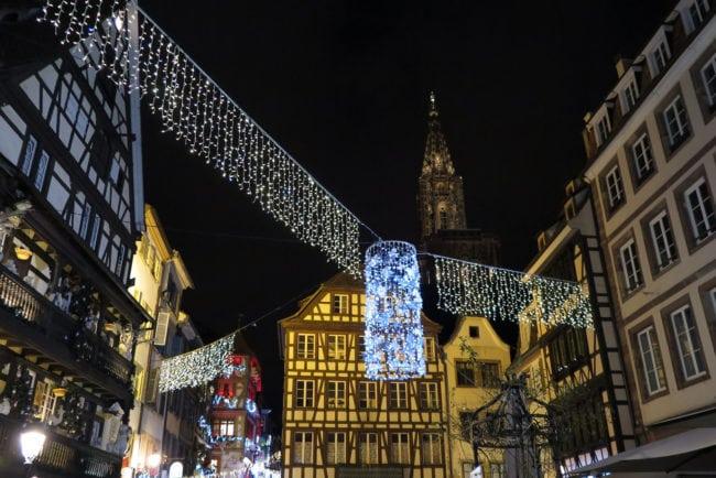 Le lustre de la place du Marché-Aux-Cochons-de-Lait, financé à moitié par la subvention publique (Photo Patrick Müller / FlickR / cc)