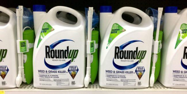 Le round-up, pesticide de Monsanto, est composé de glyphosate, molécule cancerogène mais il est encore autorisé (Photo Mike Mozart / FlickR / cc)