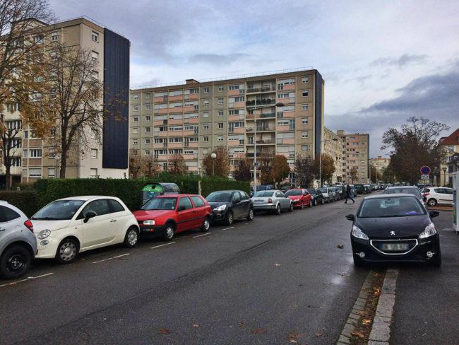 Les rues de l'esplanade sont devenues payantes et ajoutent aux frais des résidents qui payent leurs taxes habituelles et des charges pour l'ASERE. (Photo JFG / Rue 89 Strasbourg /cc)