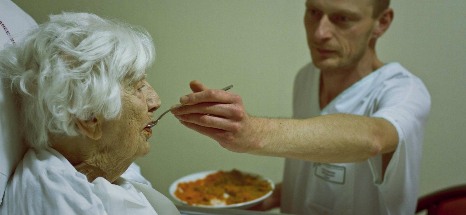 Grève des maisons de retraite: le manque de moyens accable personnel et résidents