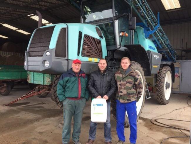 Marius, Kevin et Tanguy Goettelmann n'envisage pas le futur de leur exploitation agricole sans glyphosate. (Photo CS / Rue89 Strasbourg / cc)