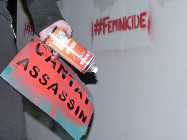"""Les militantes féministes protestent contre """"la célébration d'un auteur de féminicides"""" (Photo GK/ Rue 89 Strasbourg/cc)"""