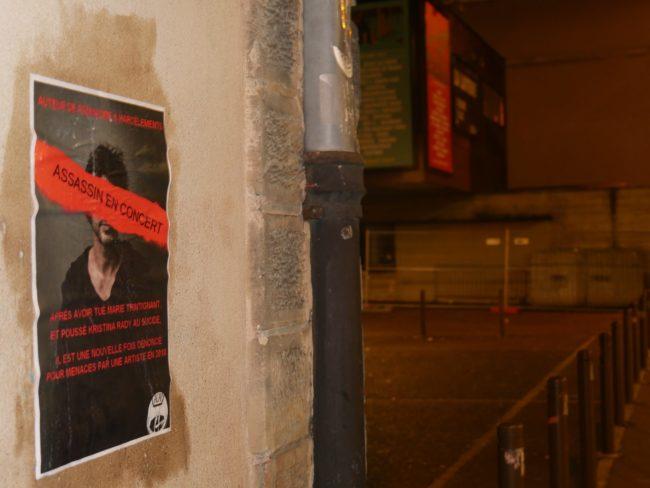 Ce mercredi 7 mars, Bertrand Cantat et ses spectateurs seront accueillis par des messages sans équivoque (Photo GK / Rue 89 Strasbourg/ cc)