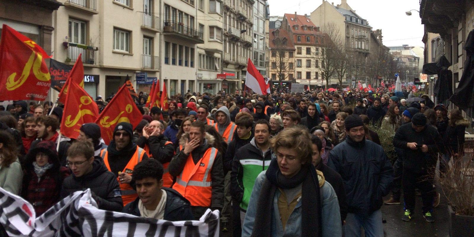 Plus de 3500 personnes manifestent «en défense du service public»