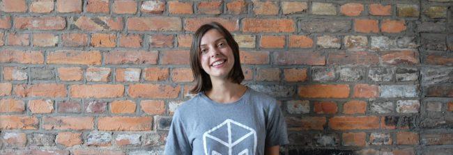 Trois personnes travaillent dans une start-up aux côtés d'Elise Magnin, ancienne étudiante strasbourgeoise, pour faire vivre le site mesvoisins.fr