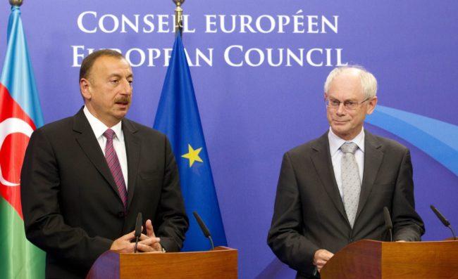 En 2011, le président de l'Azerbaïdjan, Ilhan Alyev, avait rencontré le président du Conseil de l'Europe, Erman Von Ronpuy (Photo CoE / cc)