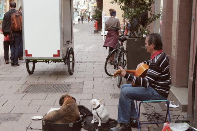 Jean-Luc Traber a 40 ans de pratique de musique dans la rue. (Photo ES / Rue89 Strasbourg / cc)