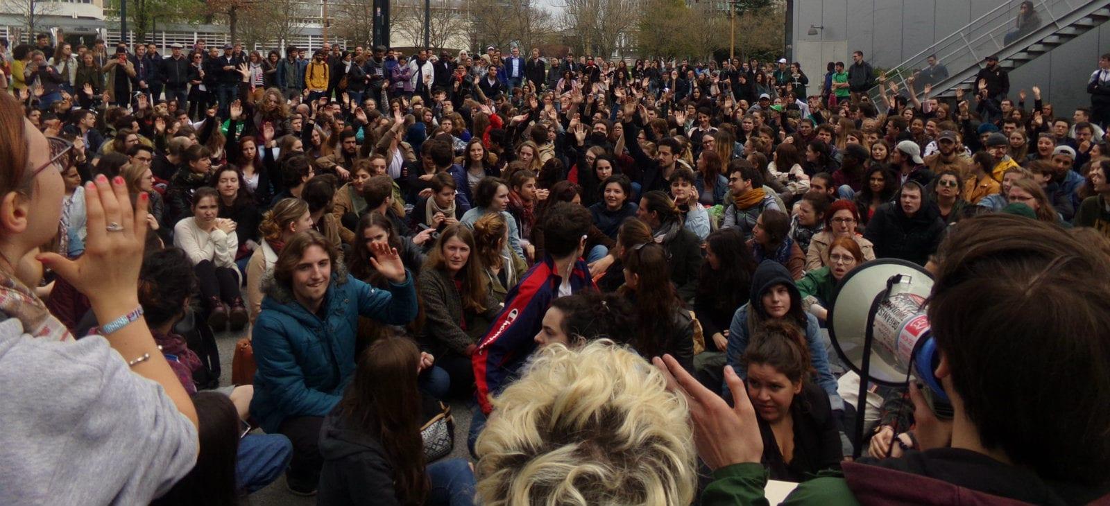 À l'AG des étudiants: étendre les blocages et… occuper l'Élysée