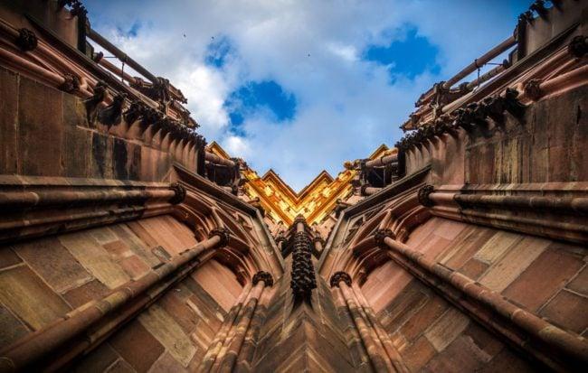 La cathédrale, un drôle de lieu pour une confrontation... (Photo Abdesslam Mirdass / FlickR / cc)