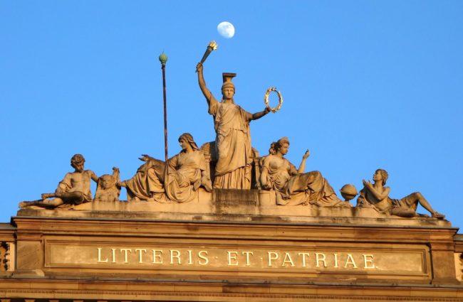 L'accès à l'Université de Strasbourg revient à décrocher la Lune pour certains bacheliers... (Photo François Schnell / FlickR / cc)