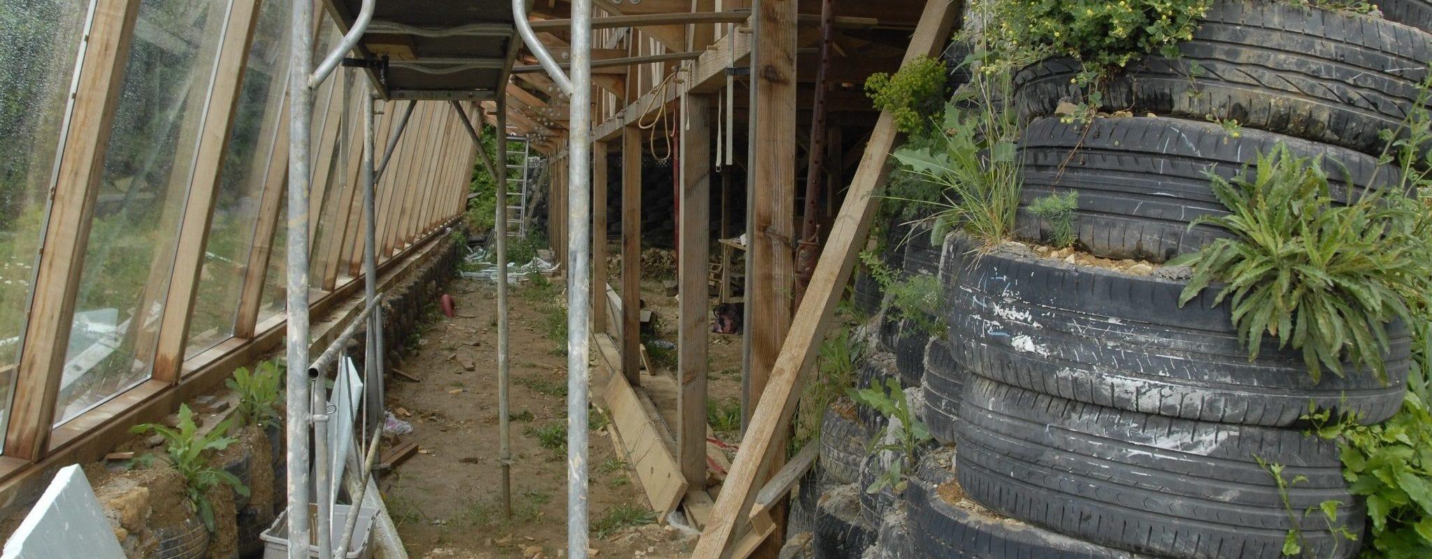 À Lembach, Paulo construit sa maison lui-même… avec des pneus