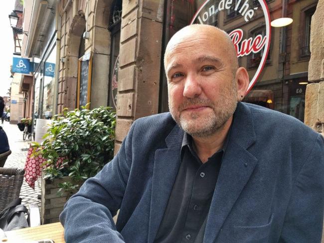 """Éric Schultz lit au moins un polar chaque semaine, des """"vecteurs de critique sociale très puissants"""" (Photo PF / Rue89 Strasbourg / cc)"""