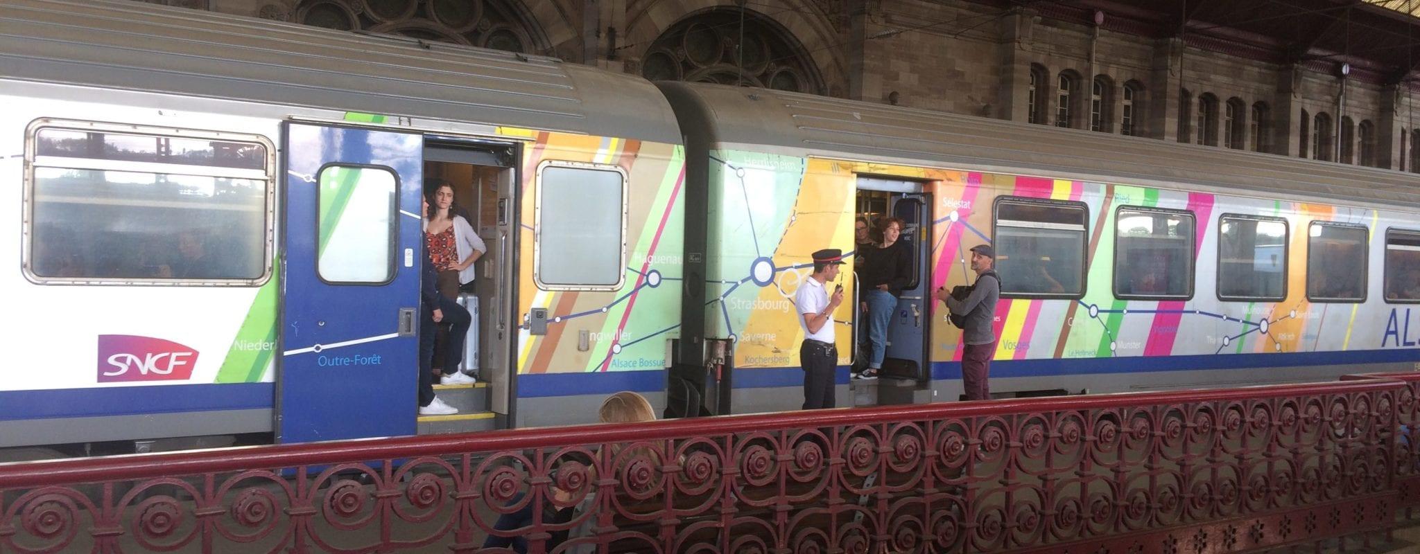 Ivre, il roule à vélo sur les rails et bloque tous les trains à Strasbourg