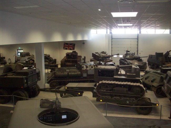 La collection compte 120 véhicules militaires présentés dans un grand hall (Photo DL/Rue89strasbourg/cc)