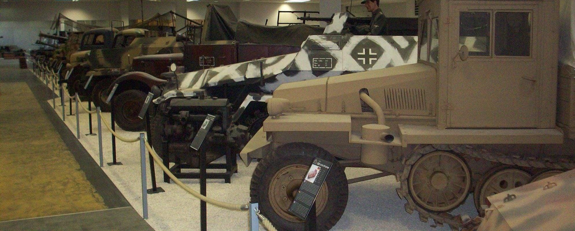Il collectionne des chars de la Seconde guerre mondiale et en fait un musée