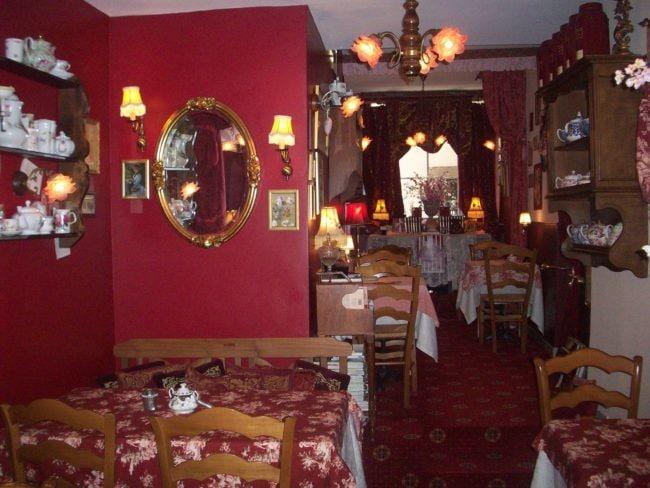 Le salon de thé est peu spacieux mais Frédéric assure que les clients s'y sentent très bien (Photo DL/Rue 89 Strasbourg/cc)