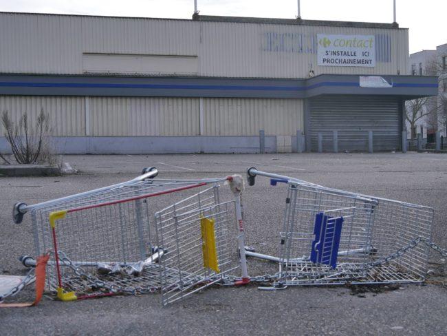 Le supermarché de l'Elsau est fermé depuis avril 2015 (Photo GK / Rue89 Strasbourg / cc)