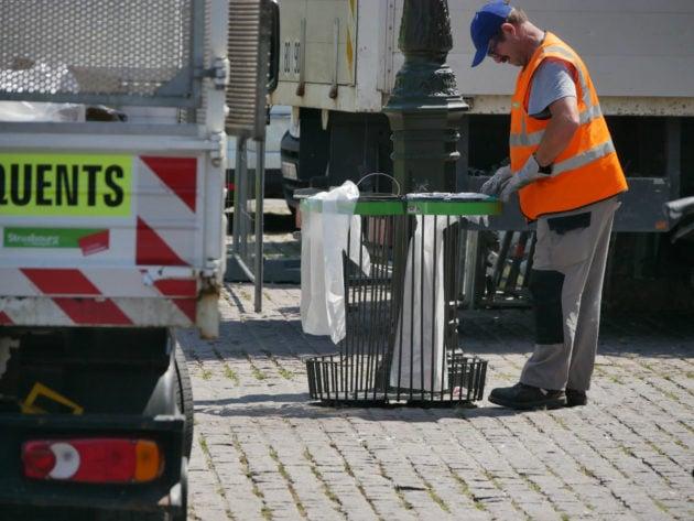 L'équipe de nettoyage n'a pas été renforcée par rapport aux matinées normales... (Photo GK / Rue89 Strasbourg / cc)