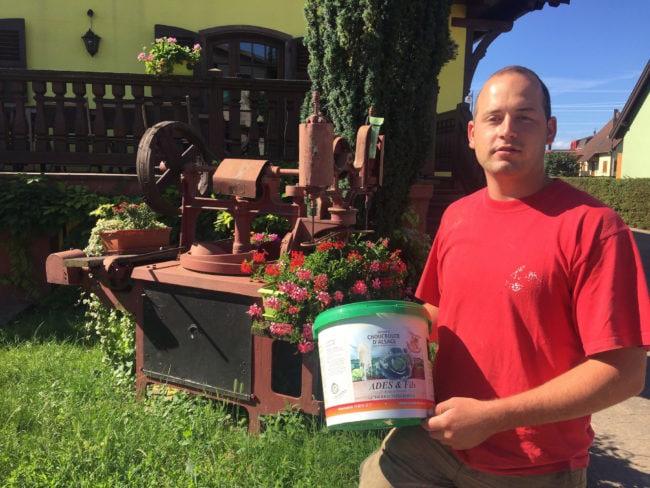 """Sans faire certifier ses produits """"IGP"""", Florent Ades, choucroutier à Krautergersheim, n'aura plus le droit d'inscrire """"Choucroute d'Alsace"""" sur ses seaux. (Photo CS / Rue89 Strasbourg / cc)"""
