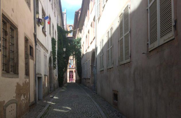 L'enquête emmène sur de grands axes mais aussi des plus petites ruelles discrètes (Photo JFG / Rue89 Strasbourg)