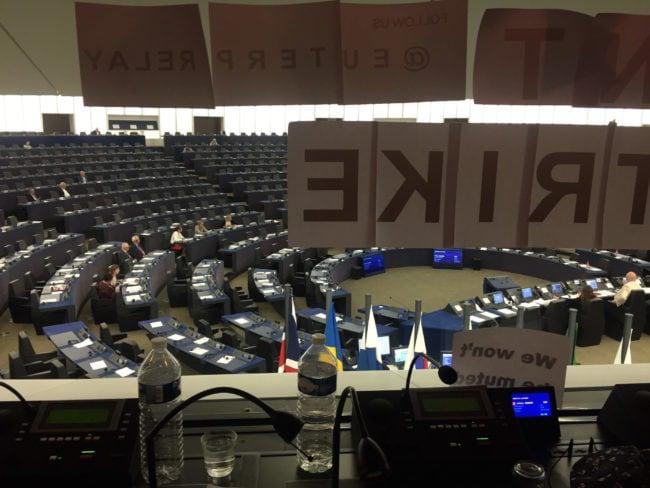 La grève entamée par les interprètes du Parlement européen a commencé le mardi 5 juin à 14 heures. Et leur grogne ne faiblit pas. (Photo CS / Rue89 Strasbourg / cc)