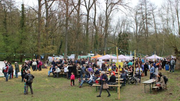 À la limite entre Kolbsheim et Ernoslsheim-Bruche, le festival des Bishnoï se décale de quelques mètres (photo JFG / Rue89 Strasbourg)