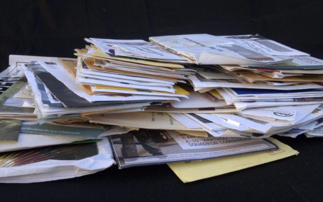 Une pile de prospectus (Photo Judith E. Bell / Flickr / cc)