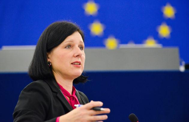 La Commissaire européenne Vera Jourova, ici au Parlement européen à Strasbourg, est depuis toujours convaincue par l'action des Centres européens des consommateurs en Europe. (Photo Genevieve Engel / EP)