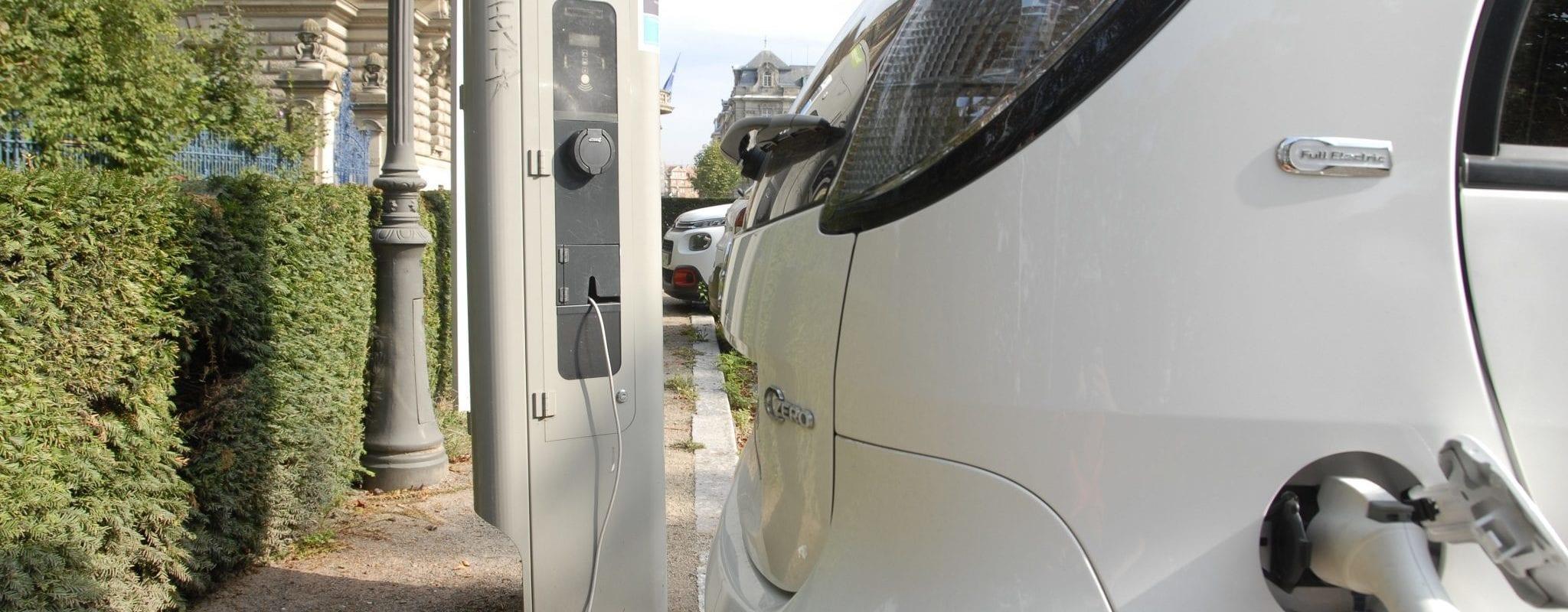 Engie et Freshmile chargées d'installer les bornes pour voitures électriques après le raté de 2018
