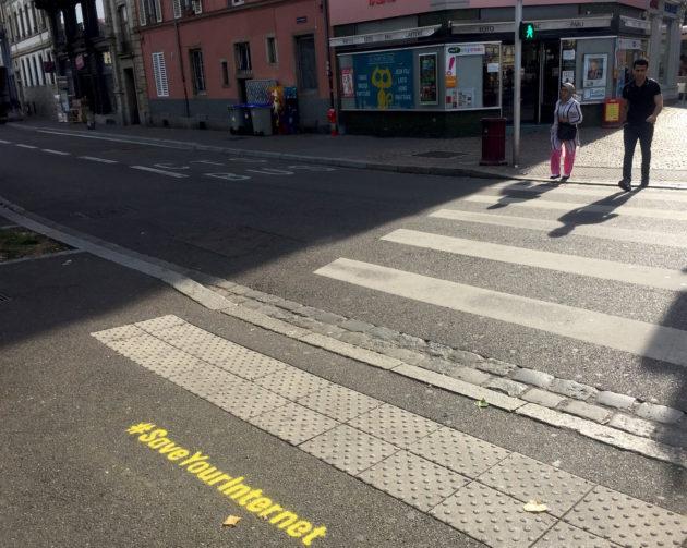 Derrière le hashtag #SaveYourInternet se cachent des représentants d'intérêts des grandes plateformes du numérique. (Photo CS / Rue89 Strasbourg / cc)