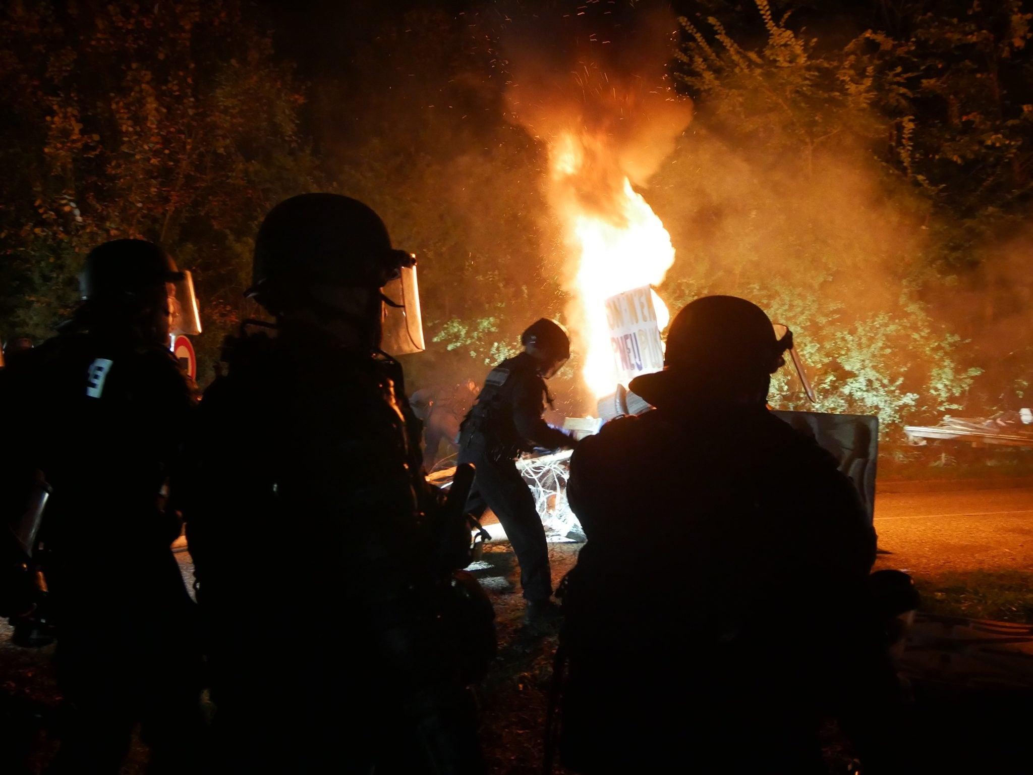 Les gendarmes se sont rapidement rendus maître des installations (Photo GK / Rue89 Strasbourg / cc)