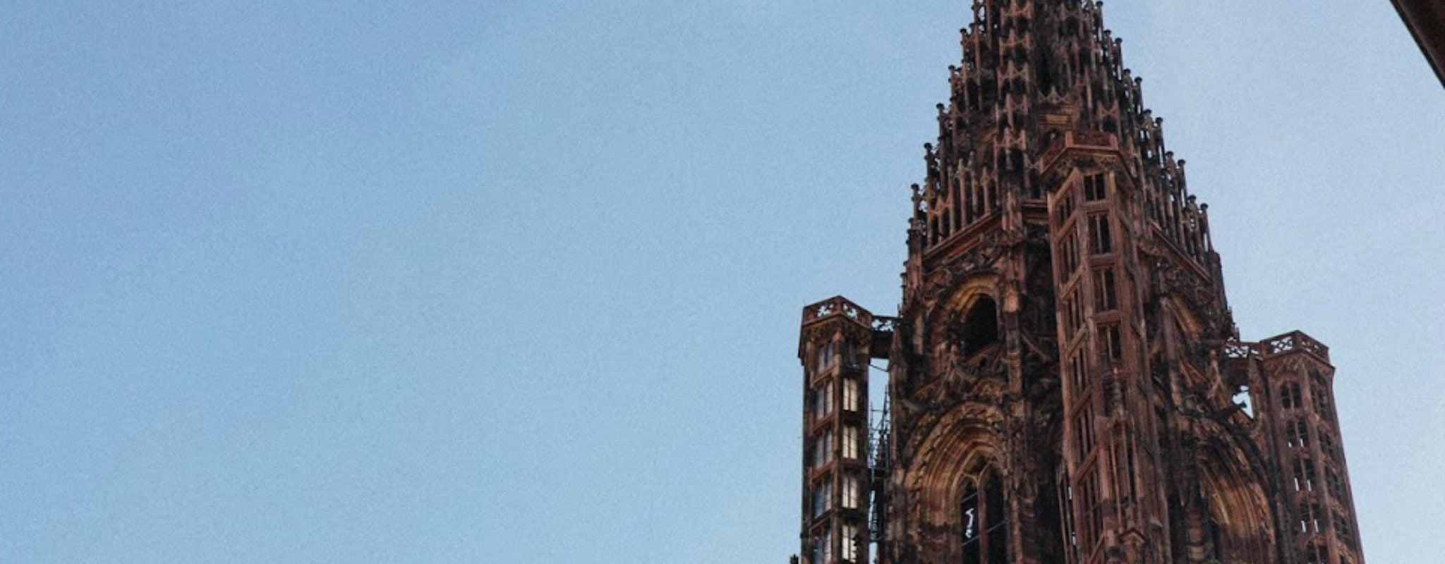Victime d'un malaise, un homme secouru en hélicoptère sur la Cathédrale