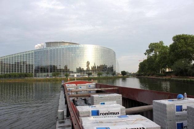 Passage devant les institutions européennes. (photo Nathalie Stey)