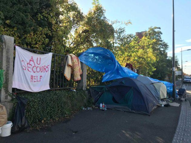Les tentes devant l'hôpital Lyautey (photo PR / Rue89 Strasbourg)