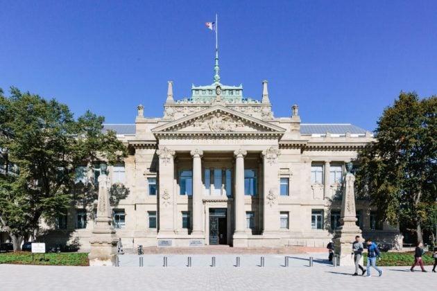 Le parvis du Palais de la justice est nettement plus agréable mais la Justice est-elle plus accessible ? (Photo Abdeslam Mirdass)