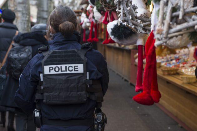La police en patrouille, au Marché de Noël de Strasbourg en 2016 (Photo Pascal Bastien / Divergence)