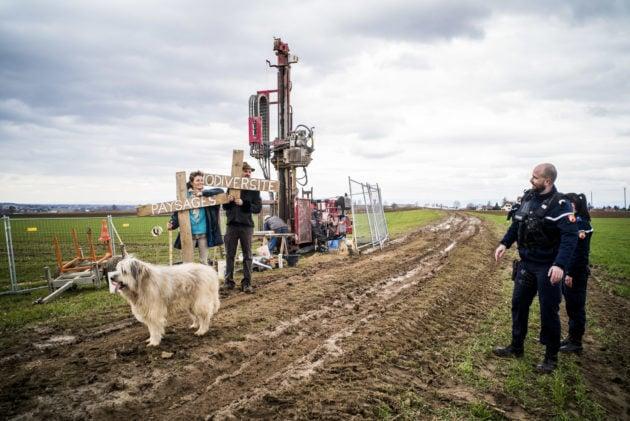 Les travaux préparatoires dont l'effet est réversible dans les champs ont fait l'objet d'un peu de contestation, mais de peu de blocages nets. (Photo Pascal Bastien / Divergence)